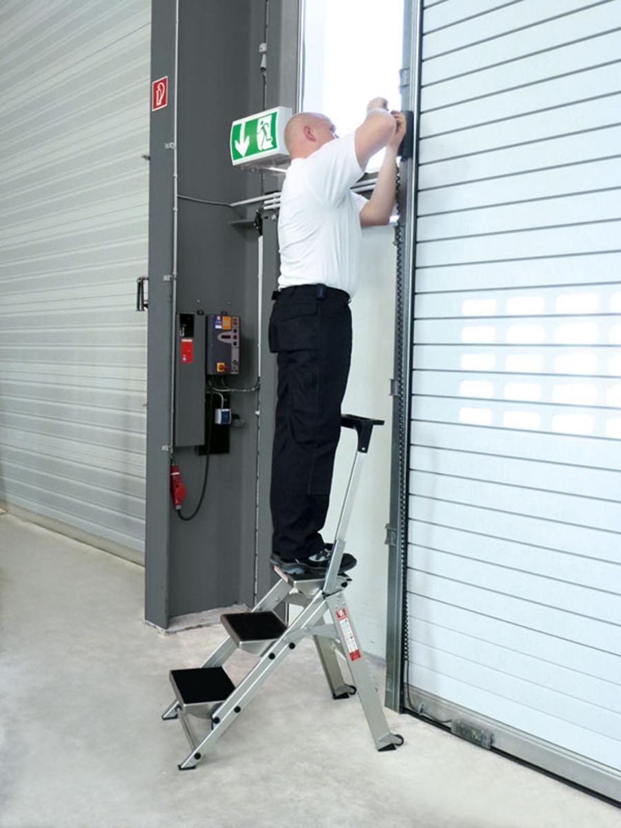 euroline Sicherheitstreppe Alu klappbar mit Bügel Stufen